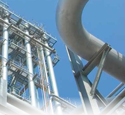 Deze foto toont een grote stelling als onderdeel van een industriële constructie
